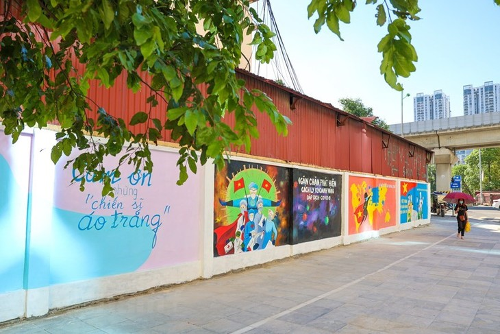 Murals in Hanoi convey message of fighting Covid-19 - ảnh 4