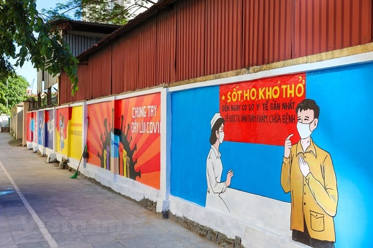 Murals in Hanoi convey message of fighting Covid-19 - ảnh 5