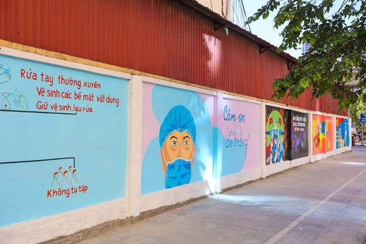 Murals in Hanoi convey message of fighting Covid-19 - ảnh 6