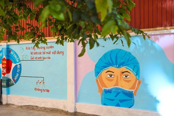 Murals in Hanoi convey message of fighting Covid-19 - ảnh 8
