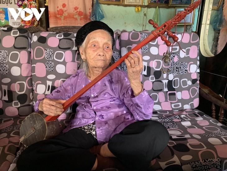 100-year-old artisan dedicated to performing Then singing  - ảnh 1