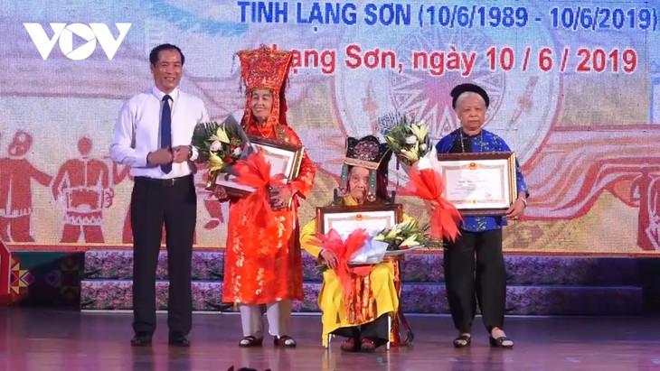 100-year-old artisan dedicated to performing Then singing  - ảnh 2