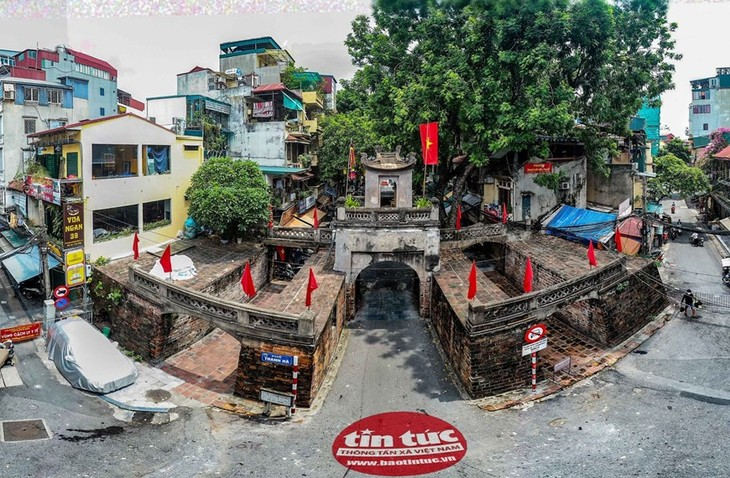 Quan Chuong Gate stands the test of time - ảnh 1
