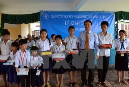 Campuchia: Học sinh Việt kiều tại Phnom Penh khai giảng năm học mới - ảnh 1