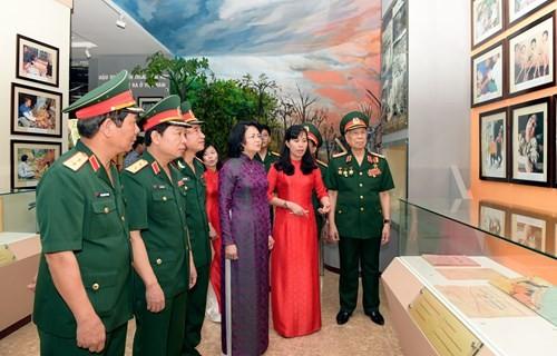 Phó Chủ tịch  nước  dự kỷ niệm 60 ngày truyền thống Bộ đội Hóa học - ảnh 1