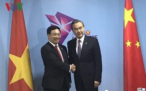 Phó Thủ tướng, Bộ trưởng Ngoại giao Phạm Bình Minh gặp song phương với Ngoại trưởng Trung Quốc và EU - ảnh 1