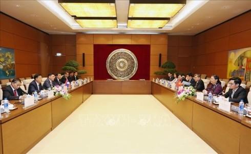 Phó Chủ tịch Thường trực Quốc hội Tòng Thị Phóng hội đàm với Phó Chủ tịch Quốc hội Lào - ảnh 1