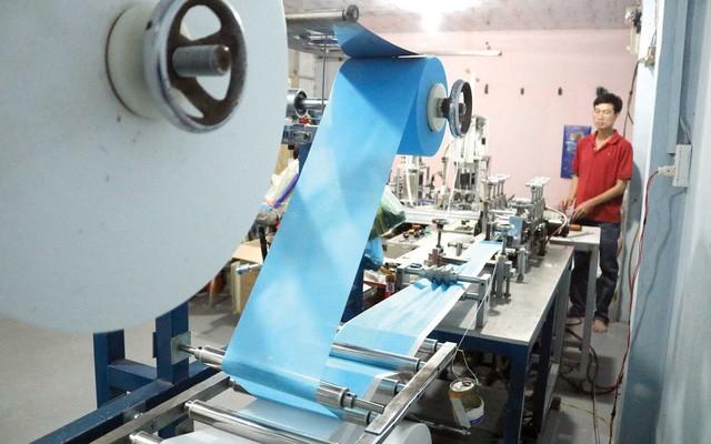 Nguyên liệu sản xuất khẩu trang y tế trong nước đủ đáp ứng sản xuất - ảnh 1