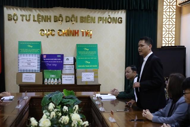 Kiều bào và doanh nhân trao tặng thiết bị y tế cho tỉnh Vĩnh Phúc và bộ đội biên phòng - ảnh 3