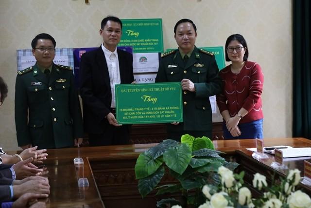 Kiều bào và doanh nhân trao tặng thiết bị y tế cho tỉnh Vĩnh Phúc và bộ đội biên phòng - ảnh 4