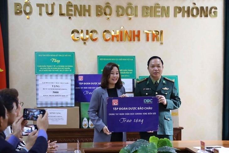 Kiều bào và doanh nhân trao tặng thiết bị y tế cho tỉnh Vĩnh Phúc và bộ đội biên phòng - ảnh 2