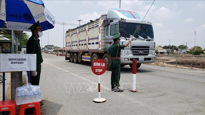 Giao thương biên giới Campuchia - Việt Nam được duy trì ổn định - ảnh 1