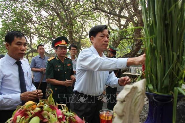 Truy điệu, an táng hài cốt liệt sĩ quân tình nguyện và chuyên gia Việt Nam hy sinh tại Lào  - ảnh 1