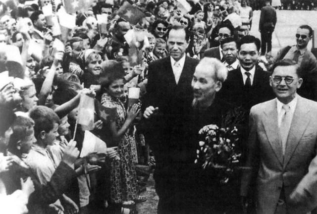 Nghệ thuật ngoại giao Hồ Chí Minh - Ngoại giao vì con người - ảnh 1