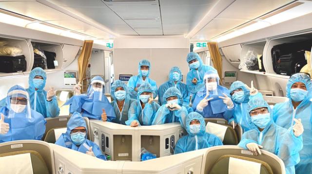Chuyến bay đón các bệnh nhân Covid-19 ở Guinea Xích đạo về nước - ảnh 1