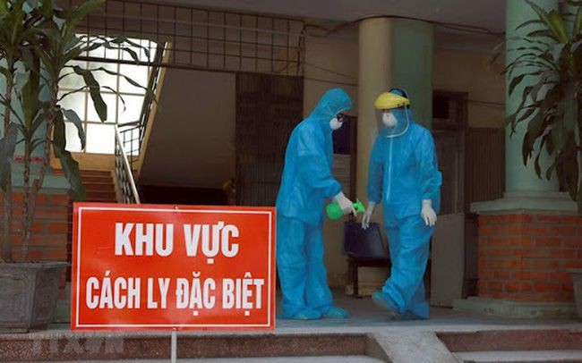 Việt Nam phát hiện 3 người mắc COVID-19 được cách ly ngay khi nhập cảnh - ảnh 1