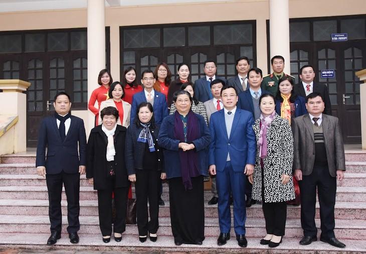 Lãnh đạo Quốc hội, Nhà nước thăm và tặng quà tết tại các địa phương - ảnh 1