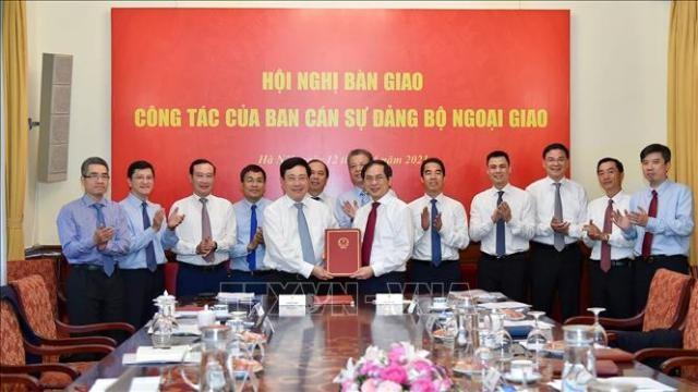 Hội nghị bàn giao nhiệm vụ Bộ trưởng Bộ Ngoại giao - ảnh 1