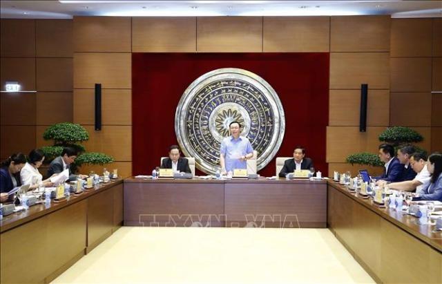 Chủ tịch Quốc hội Vương Đình Huệ làm việc với Hội đồng dân tộc của Quốc hội - ảnh 1