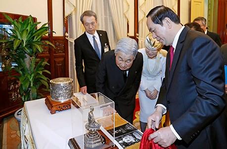 Món quà đặc biệt Chủ tịch nước Trần Đại Quang trao tặng Nhà vua và Hoàng hậu Nhật Bản - ảnh 1