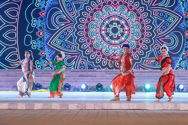 Đại lộ Di sản: Mãn nhãn với màn trình diễn tinh hoa văn hóa của 8 quốc gia - ảnh 13
