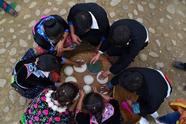 Bánh giầy trong đời sống đồng bào Mông Tây Bắc - ảnh 12