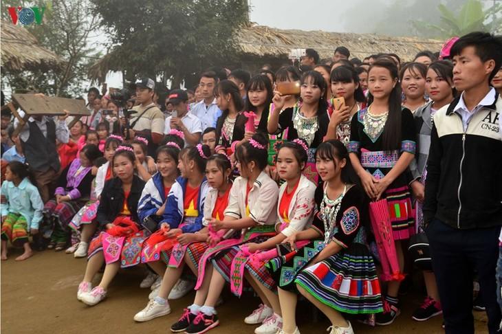 Bánh giầy trong đời sống đồng bào Mông Tây Bắc - ảnh 14