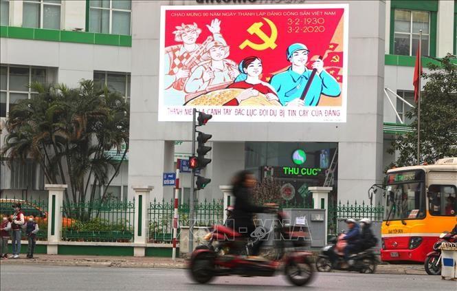 Hà Nội rực rỡ cờ, hoa mừng 90 năm Ngày thành lập Đảng - ảnh 3