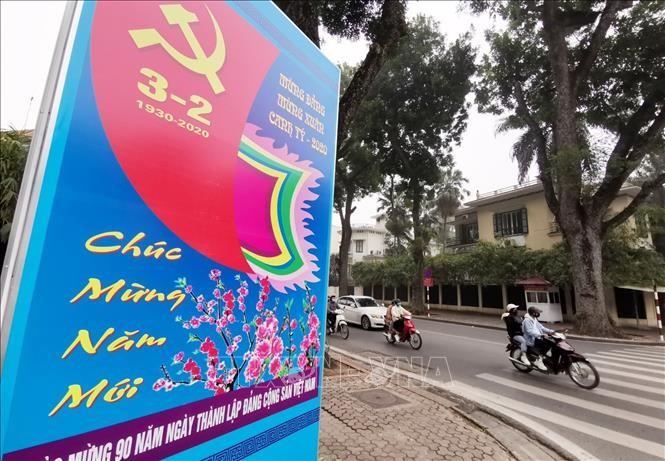 Hà Nội rực rỡ cờ, hoa mừng 90 năm Ngày thành lập Đảng - ảnh 2