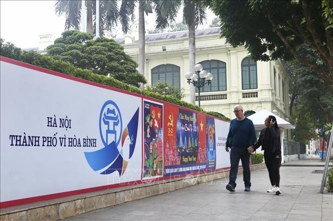Hà Nội rực rỡ cờ, hoa mừng 90 năm Ngày thành lập Đảng - ảnh 5