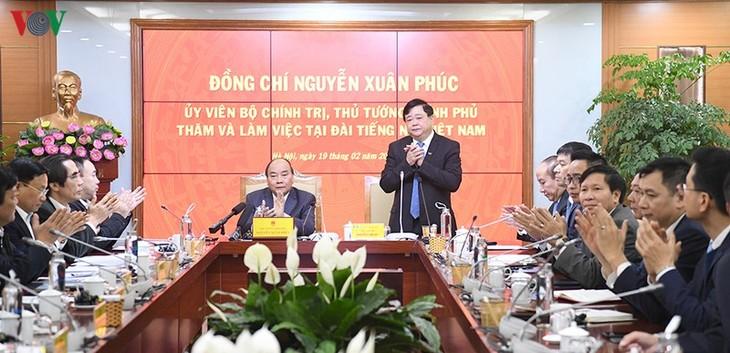 Hình ảnh: Thủ tướng Nguyễn Xuân Phúc thăm và làm việc với VOV - ảnh 16