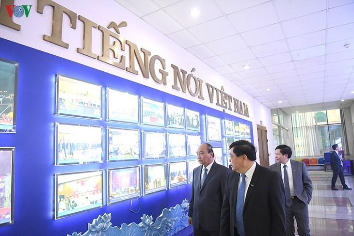Hình ảnh: Thủ tướng Nguyễn Xuân Phúc thăm và làm việc với VOV - ảnh 4