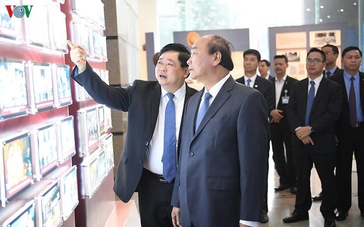 Hình ảnh: Thủ tướng Nguyễn Xuân Phúc thăm và làm việc với VOV - ảnh 6