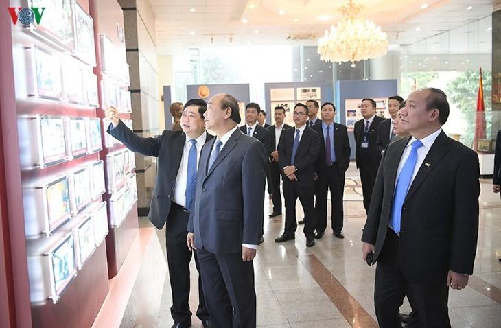 Hình ảnh: Thủ tướng Nguyễn Xuân Phúc thăm và làm việc với VOV - ảnh 5