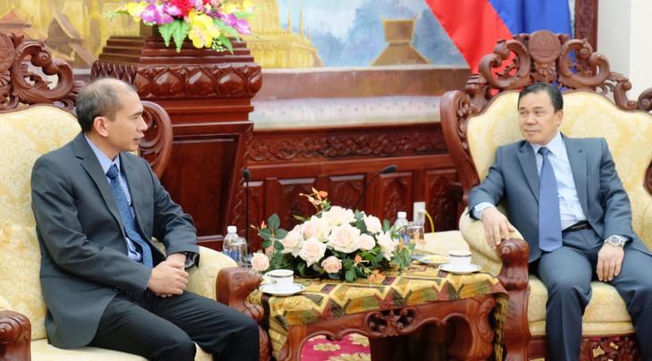 Viện Hàn lâm KHCN VN trao tặng vật tư phòng tránh Covid - 19 cho Bộ KHCN Lào. - ảnh 2
