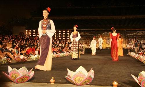 En el Festival Hue  reluce la cultura vietnamita  - ảnh 2