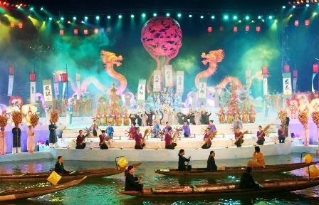 En el Festival Hue  reluce la cultura vietnamita  - ảnh 1