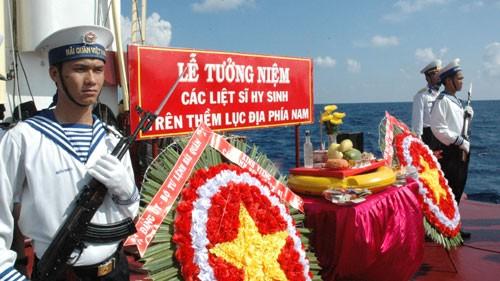 Homenajean a combatientes caídos por la soberanía marítima - ảnh 1