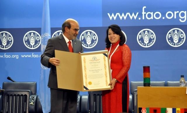 La FAO honra los logros vietnamitas en la reducción de pobreza - ảnh 1
