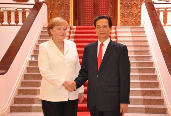Premier vietnamita felicita a investida canciller de Alemania - ảnh 1