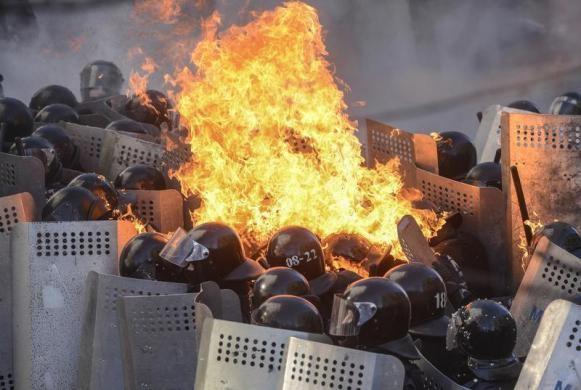 Ucrania vive día violento con 21 muertos - ảnh 1