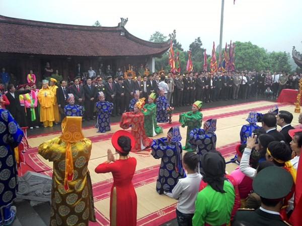 Emprende Phu Tho homenaje a los fundadores de la nación vietnamita - ảnh 1