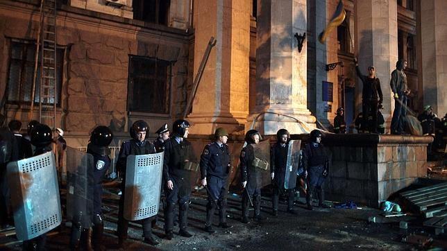 La violencia se recrudece en Ucrania: al menos 42 muertos en Odessa - ảnh 1