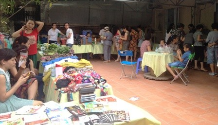 Feria de Tay Ho-una combinación única de la cultura del Oriente y Occidente  - ảnh 1
