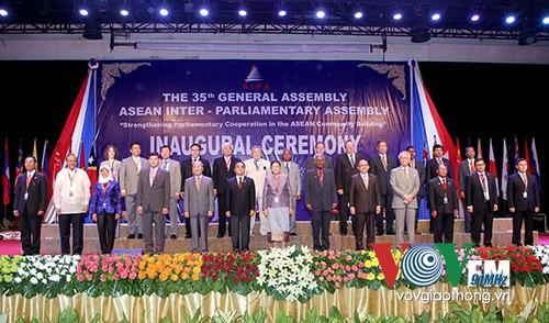 Afirma Asamblea Interparlamentaria de ASEAN su papel en futura Comunidad regional - ảnh 1