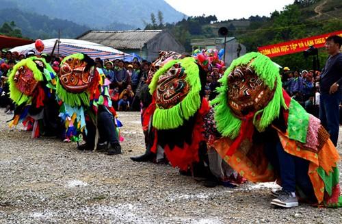 Los Tay reciben alegremente la fiesta tradicional - ảnh 4