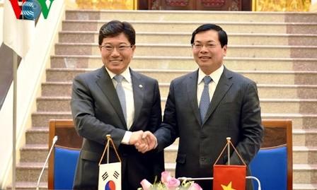 Vietnam y Corea del Sur firman acuerdo de libre comercio - ảnh 1