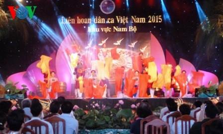 Nuevos alientos del VI Festival del arte popular de Vietnam en el sur - ảnh 2