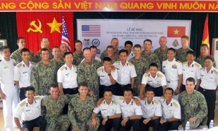 Vínculos Vietnam-Estados Unidos reforzados en cooperación educativa, sanitaria y humanitaria - ảnh 3