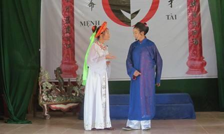 "Se presenta ""Truyen Kieu"" en escenario ¨cheo¨ de la aldea Chuong - ảnh 2"